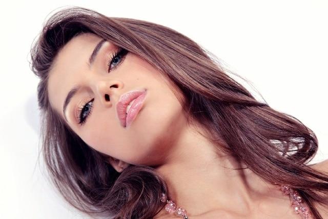 Cornice-FAI-DA-TE-Sexy-woman-face-Primo-Piano-di-capelli-mossi-e-gli-occhi-azzurri.jpg_640x640.jpg