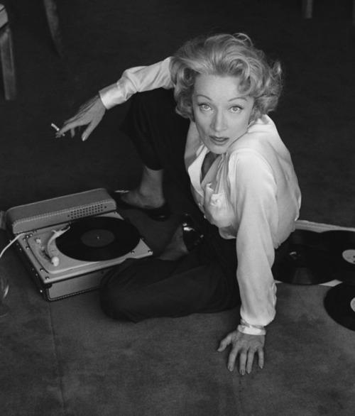 vinyl_actress_big.jpg