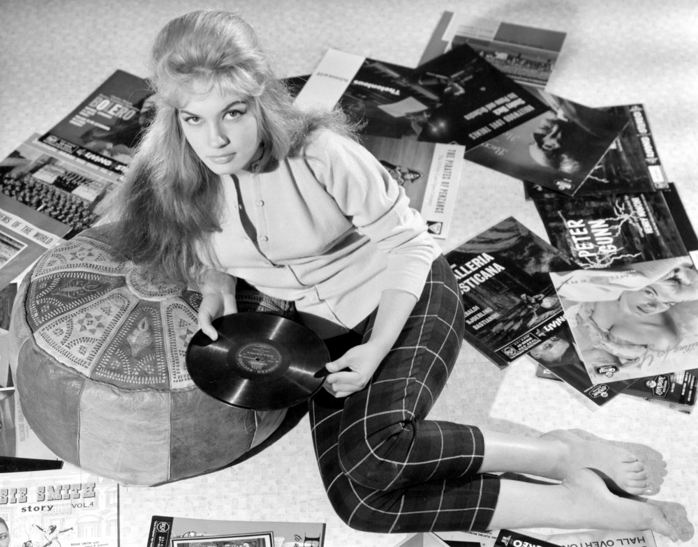beat-girl-1959-003-gillian-hills-amidst-record-sleeves-00n-tzl-ORIGINAL.jpg