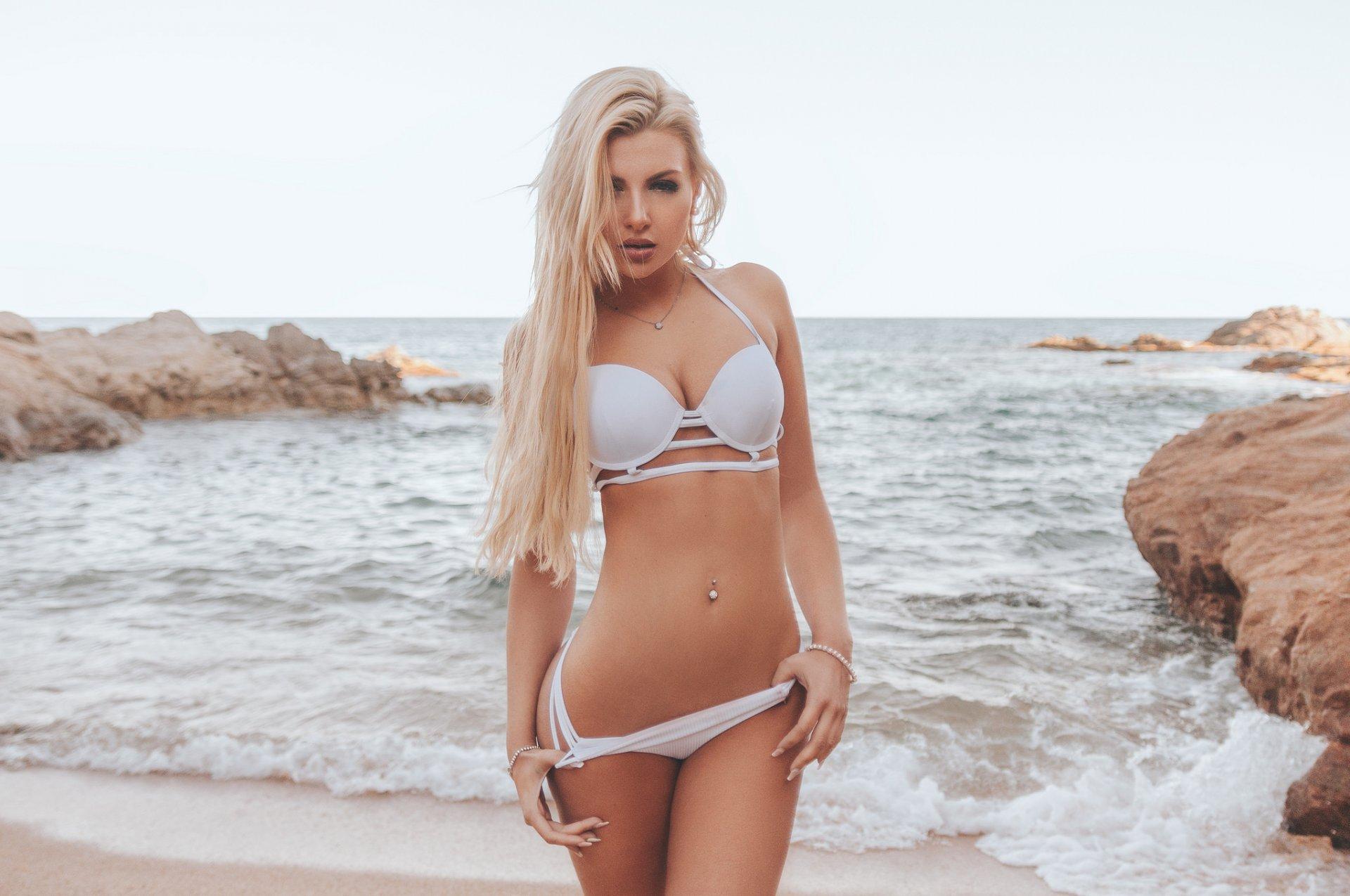 sexy-blonde-model-woman-erotic-babe-gorgeous-beautiful.jpg