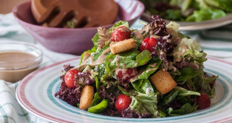 recipe_main_akis-petretzikis-salata-me-spanaki-marouli-frize-kai-fraoules_2.jpg