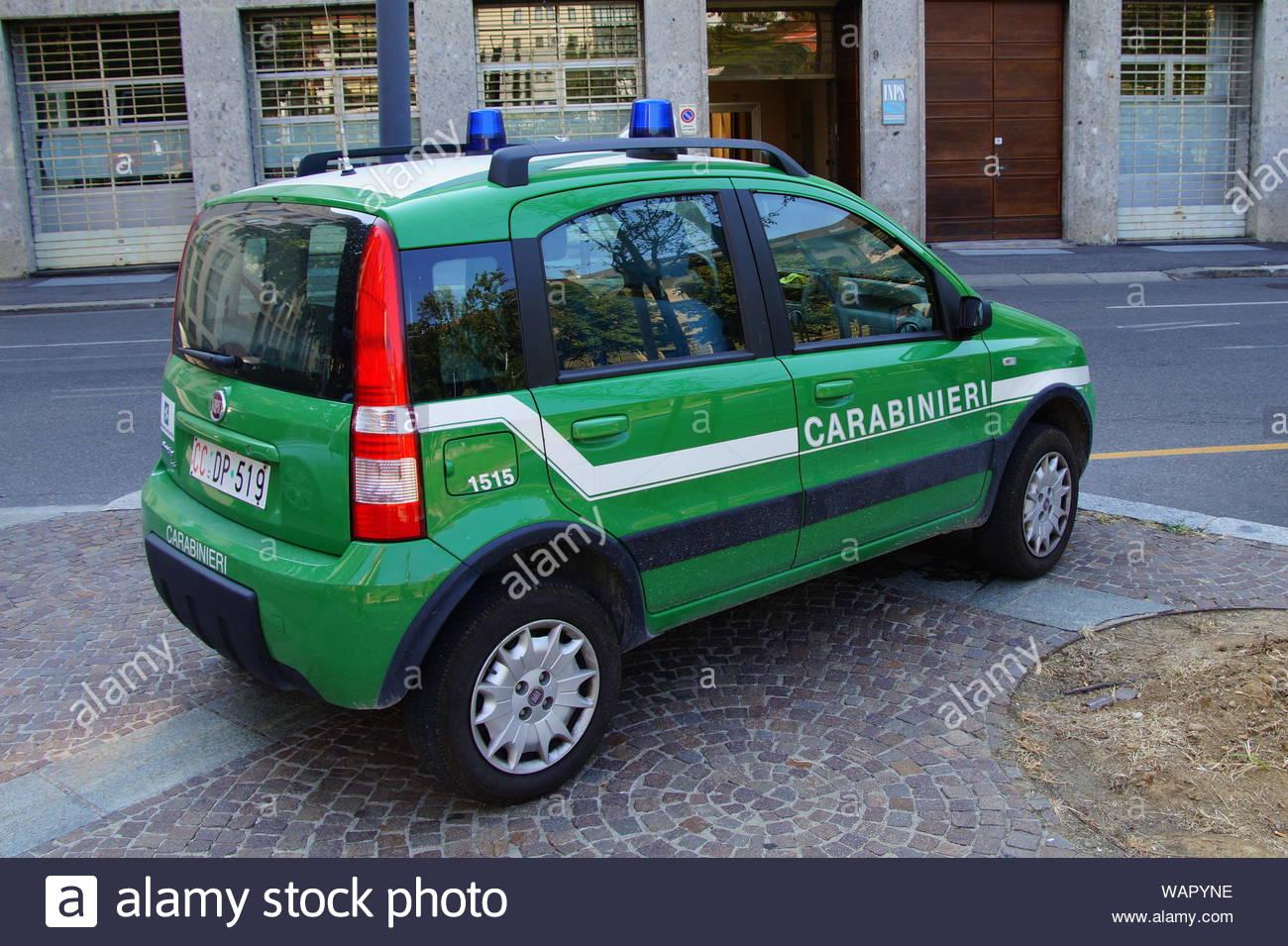 bergamo-lombardije-italy-august-17-2017-italian-carabinieri-military-police-police-car-fiat-pa...jpg
