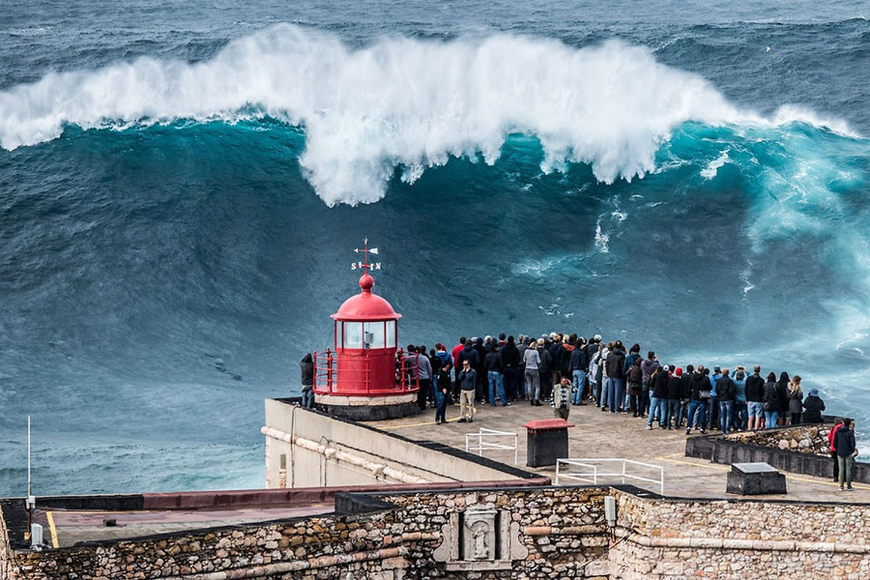 giant-wave-nazare-portugal.jpg