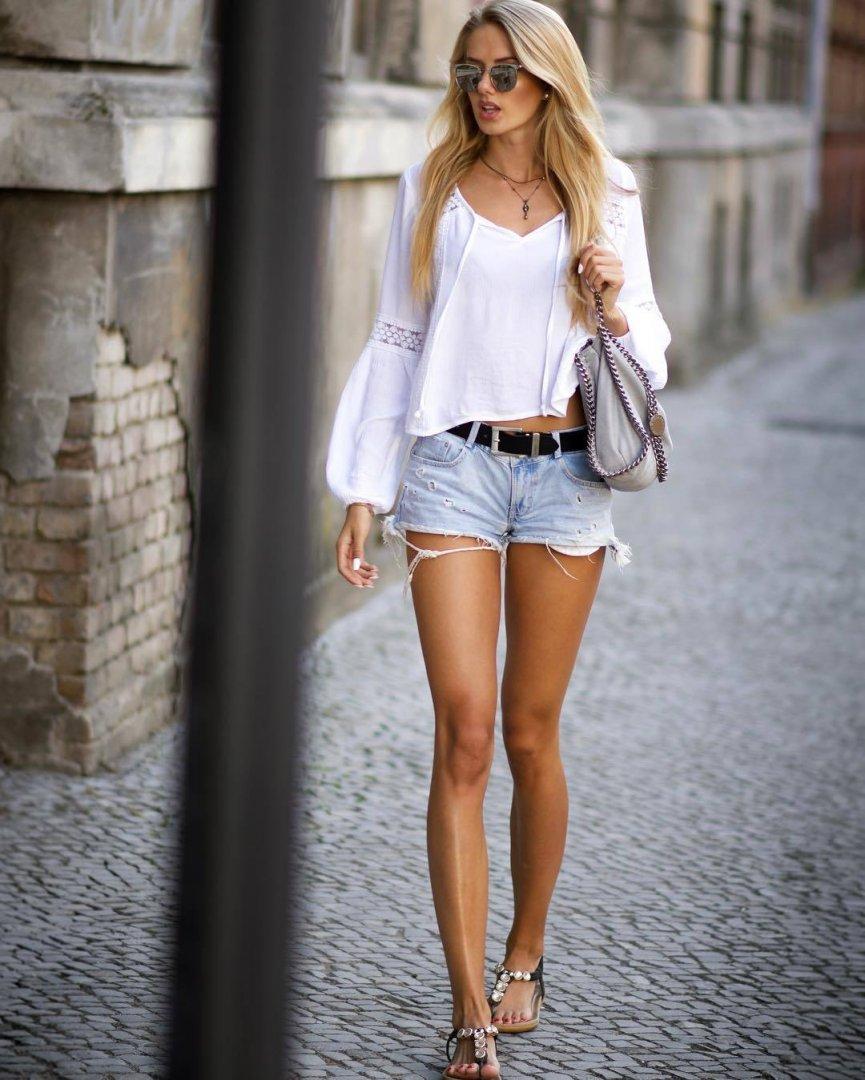 Alica-Schmidt-Feet-5317914.jpg