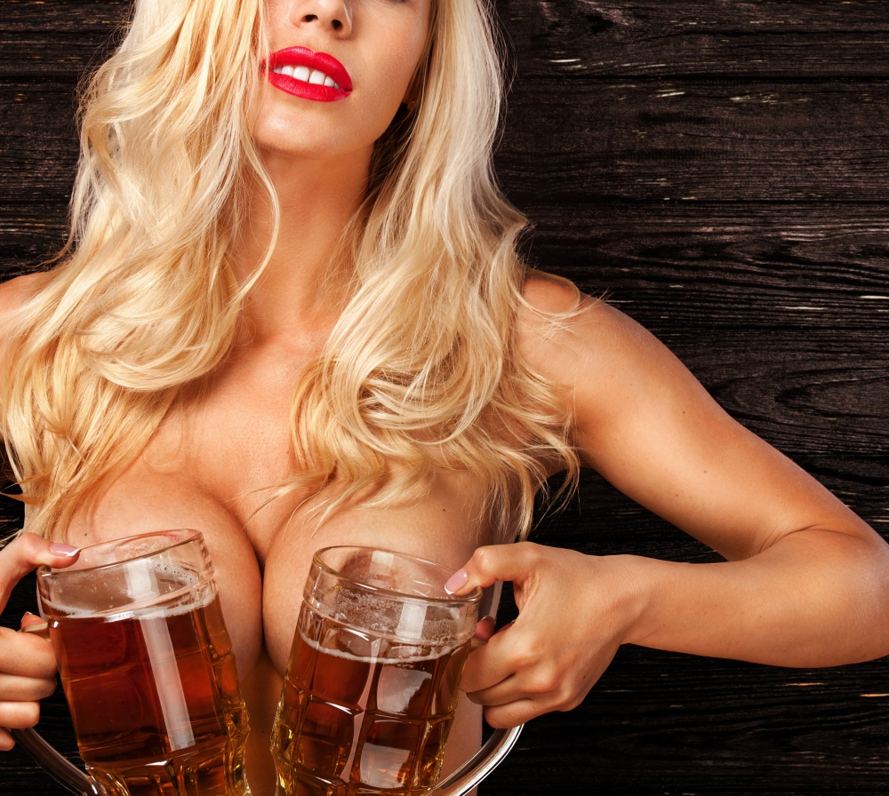RAW_boobs_beer_sexy_-998472.jpg