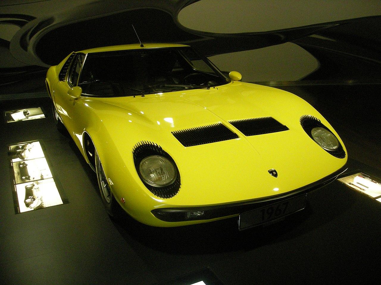 1280px-Wolfsburg_Jun_2012_121_(Autostadt_-_1967_Lamborghini_Miura).jpg