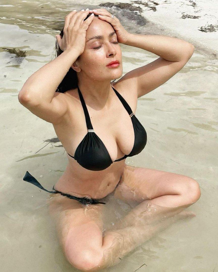salma-hayek-bikini-10.jpg