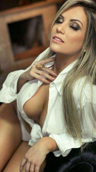 02f0892ea3278215b73a0f5c62a01ada--white-shirts-sexy-girls.jpg